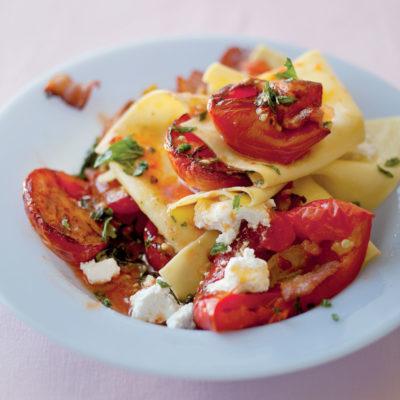 Open tomato, bacon, pepper and feta lasagne