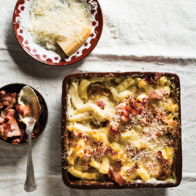 Classic extra creamy macaroni cheese with bacon