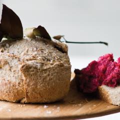 Spelt bread with beetroot hummus