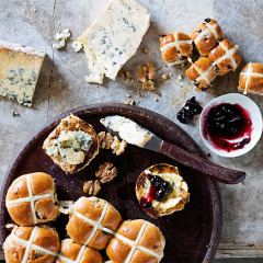 Hot cross buns with cheese and preserves