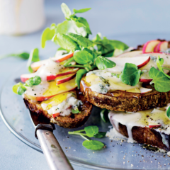 Gorgonzola-and-honey apple toast
