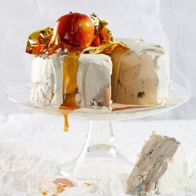 Gorgonzola cheesecake with white-chocolate frosting