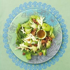 Apple and baby-leaf salad with sugar and clove-dusted roasted walnuts