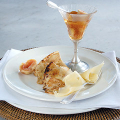 Apple-caramelised crepes with shaved Emmenthal and fresh figs