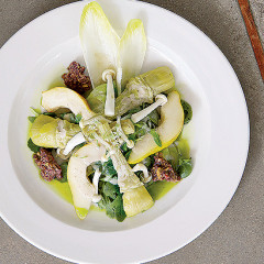 Artichoke and fresh pear salad