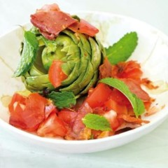 Artichokes with fresh tomato and crispy parma ham wafers