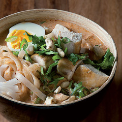 Asian laksa curry with toasted cashews