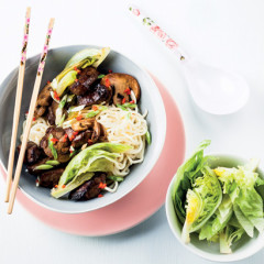 Asian-style pork with mushrooms and lettuce