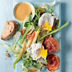 Asparagus-and fennel salad with pancetta and poached egg