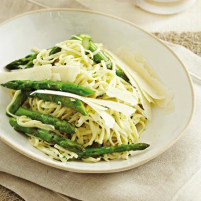 Asparagus and fresh tagliolini with watercress sauce