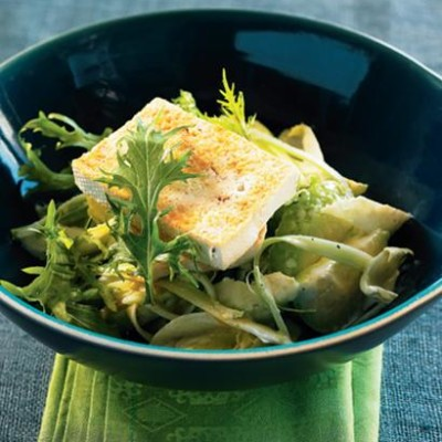 Avocado, chicory and celery salad with tofu