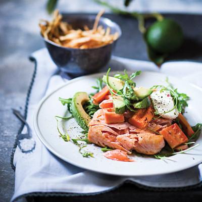 Avocado, paw-paw and seared salmon salad