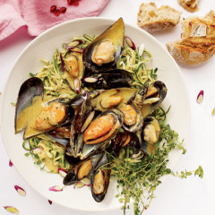 Baby marrow linguine with creamy mussels