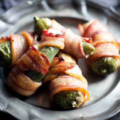 Bacon-wrapped chilli poppers with blue cheese sauce