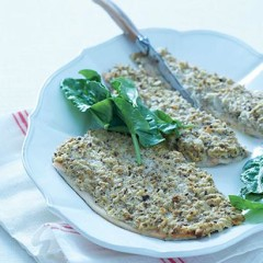 Baked fish with mushroom-cream crust
