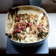 Baked garlic, leeks and bacon with creamy white beans