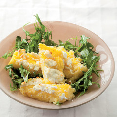 Baked goat's cheese polenta with rocket