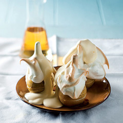 Baked meringue apples with fluffy sabayon