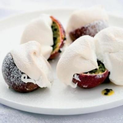 Baked meringue-topped granadillas
