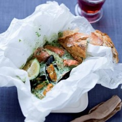 Baked mussel and salmon coconut curry parcels