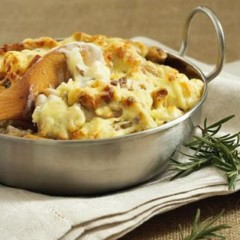 Baked pasta with cauliflower, lentils and cheddar