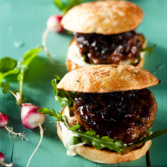 Barbecue pork burgers with caramelised onions