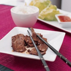 Beef-and-lettuce wraps with sweet chilli sauce