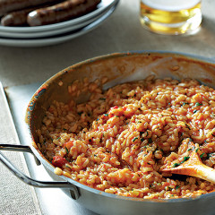 Beer and tomato risotto with grilled sausages
