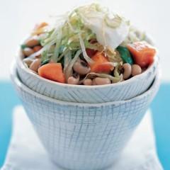 Black-eyed bean and mango salad