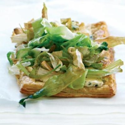 Blue cheese and roasted leek tart