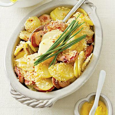 Bockwurst with potato and onion