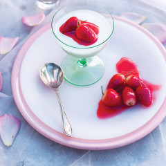 Buttermilk panna cotta with strawberries