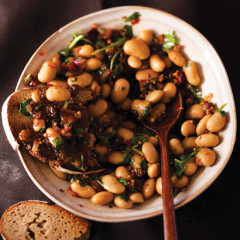 Cannellini bean and golden sultana salad