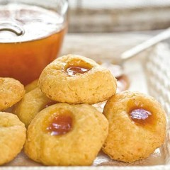Cheese and apricot jam biscuits