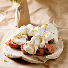 Chilli and spice-stewed guavas and meringue