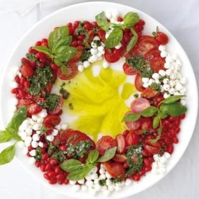 Christmas caprese wreath salad