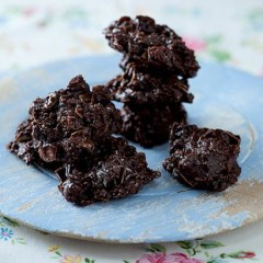 Coconut and almond chocolate clusters