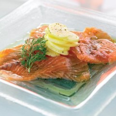 Cold marinated salmon and hot potatoes with dill-infused oil