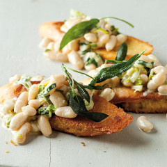 Creamy cannellini-bean toasts