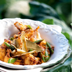 Creamy cauliflower and yoghurt curry with mangetout and ginger slivers