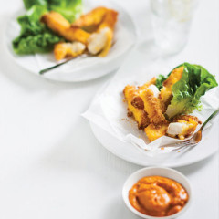 Crisp fish strips with sweet pepper sauce