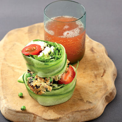 Crunchy tomato and strawberry salad burger with pea and snoek patty