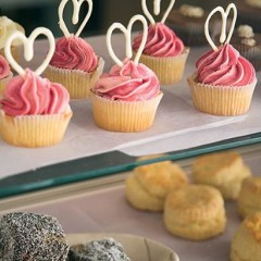 Fairy cakes with twirled white-chocolate icing