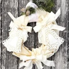 Festive phyllo wreath
