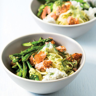 Fettucine with hot-smoked salmon, asparagus and dill