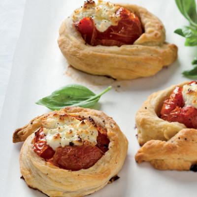 Freefold tomato-and-goats cheese tarts