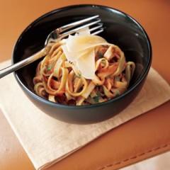 Fresh herb and tomato pasta