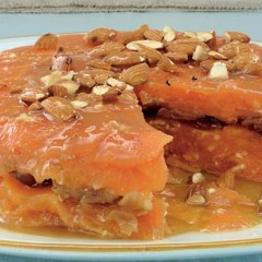 Fresh orange and date cake with raw almonds and Moroccan dressing