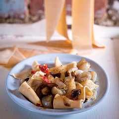 Fresh pasta with roasted shallots