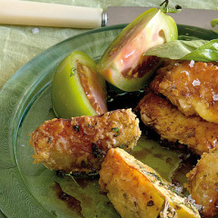 Fried green tomato and halloumi tapas